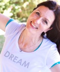 Pam_dream_shirt_retouched